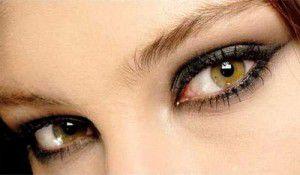 ojospequenos 300x175 Maquillaje de Ojos Paso a Paso
