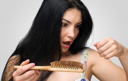 Combate la alopecia con estos prácticos tratamientos para la caida del cabello