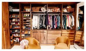 a quien no le gusta salir de compras y llevarse blusa vestidos jeans zapatos pero no todo lo que vemos lo necesitamos o nos va bien o compramos alguna