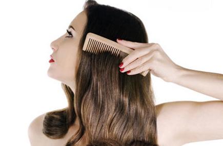 La máscara del cacao para los cabellos para el volumen las revocaciones