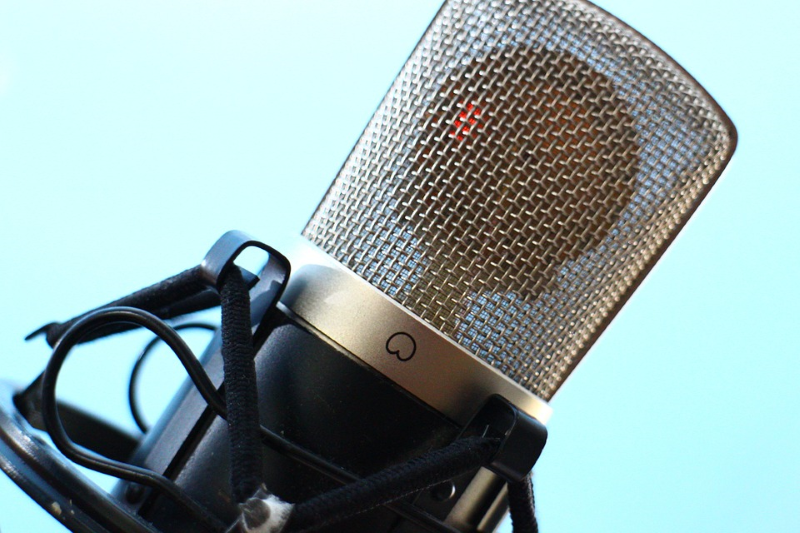 microphone-516043_960_720