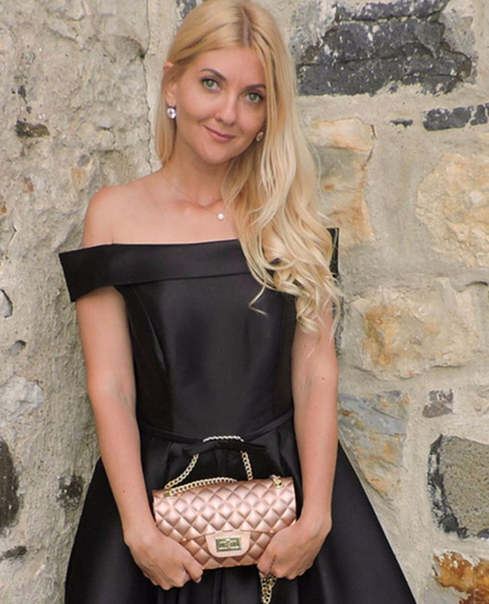 El bolso de mano quilted es un clásico que jamás pasará de moda.