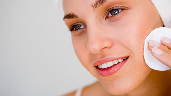importancia-de-desmaquillarse-en-el-cuidado-de-la-piel