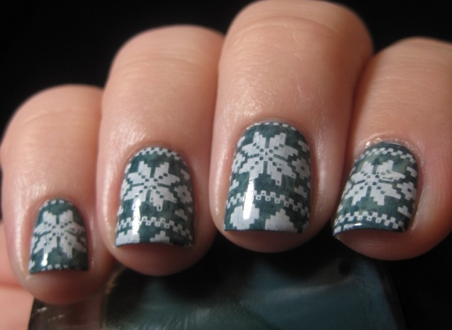 nails desing sweater