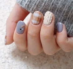 nails sweater2