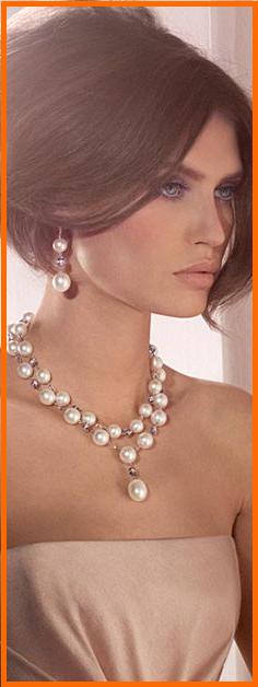 1fc38fdcc85d La variedad de collares de perlas ha hecho que este complemento de moda sea  usado en diversos look y estilos.
