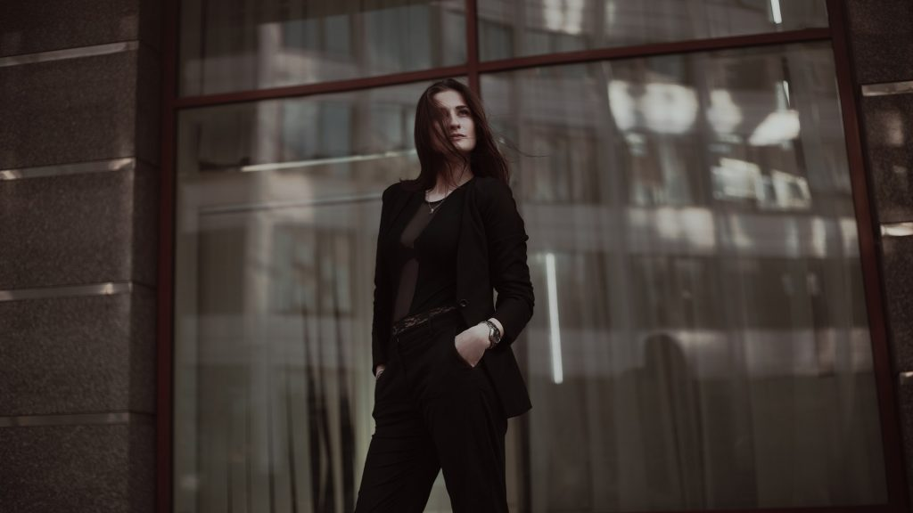 Los pantalones negros jamás pasan de moda.