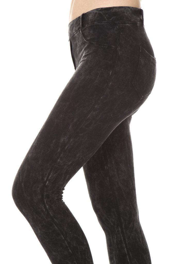 No dejes de incluir el pantalón negro en tu armario.