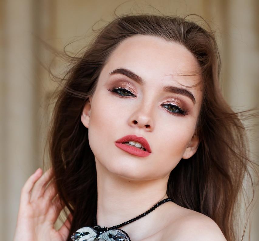 Maquillaje con Copper Eyeshadow la tendencia de esta temporada.