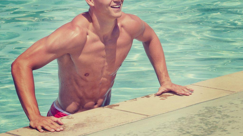 Conoce los beneficios de entrenar tus piernas bajo el agua.