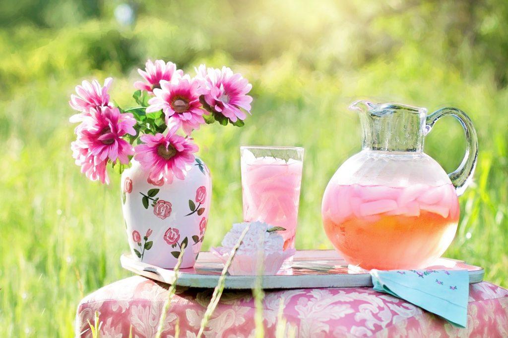 Rica y fresca limonada rosa.